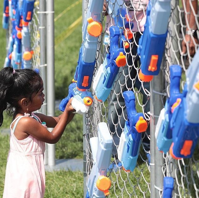 #TBT • In the final stretch until summer is officially here! Best way to cool down on a hot summer day 🥵😎☀️💦🔫💪🏽 #watergunfight #whenparentsfightback #beattheheat • Produced by: @morganh419